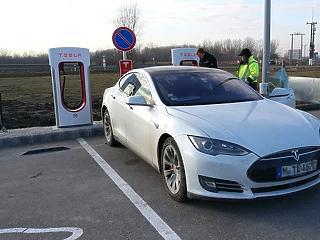 Megnyitották Magyarország első Tesla-gyorstöltőjét