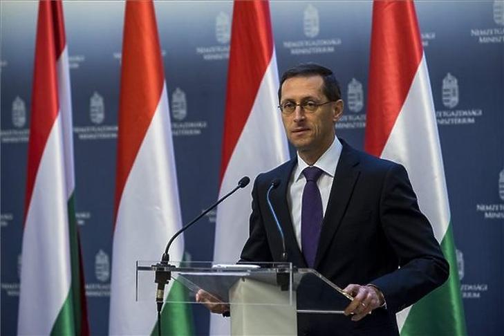 Varga Mihály döntött a támogatásokról (MTI Fotó - Marjai János)