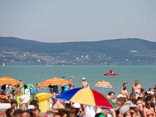 Tényleg magyar tenger lett a Balaton: 3 hónapja nem láttak külföldit
