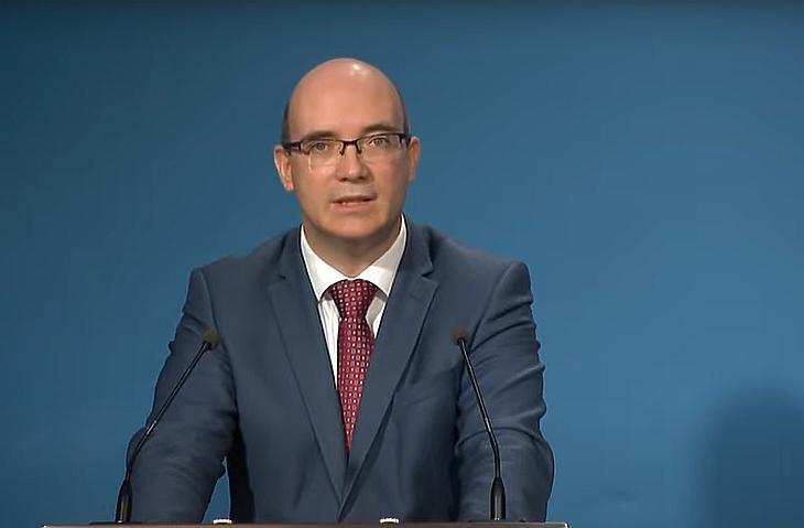 Maruzsa Zoltán köznevelésért felelős államtitkár (Forrás: Youtube/M1)