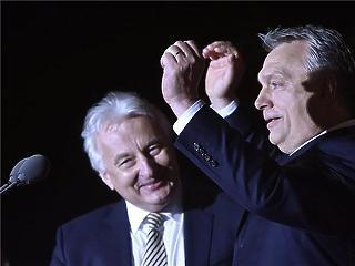 Orbánnak elege lett Navracsicsból és Lázárból