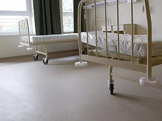 Nem vetnek ki különadót a kórházi beszállítókra