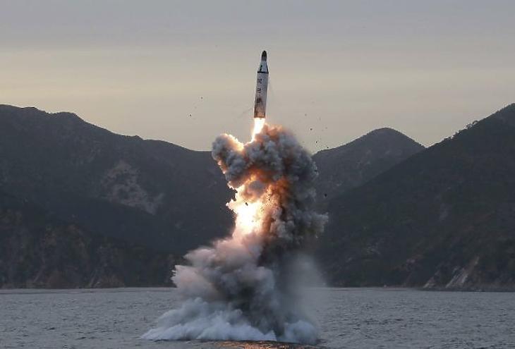 Egy korábbi rakétakilövés EPA/KCNA