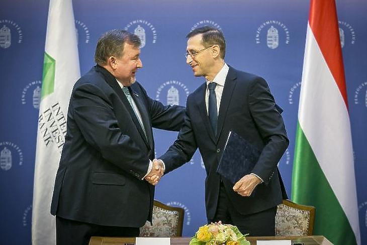 Varga Mihály pénzügyminiszter és Nyikolaj Koszov, a Nemzetközi Beruházási Bank elnöke (Fotó: MTI/Pénzügyminisztérium)