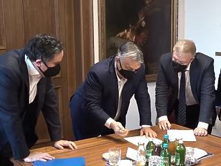 Orbán Viktor a szigorítások felpuhításáról ötletelt az iparkamara tagjaival