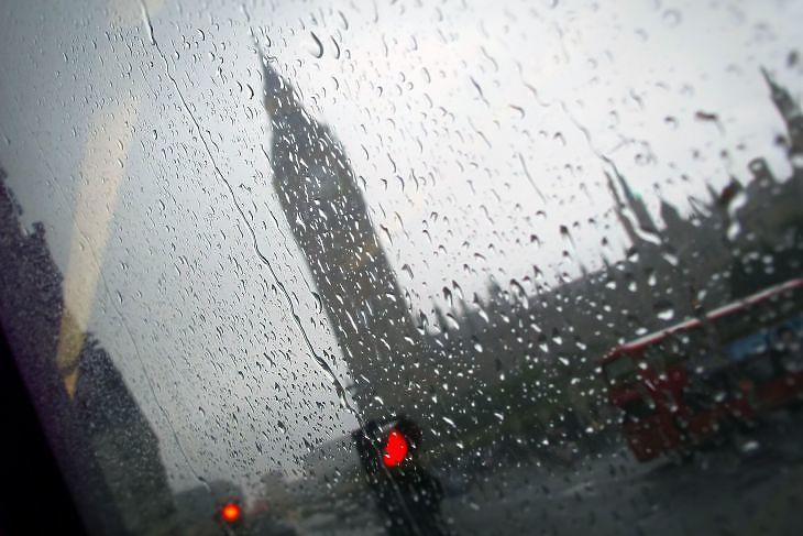 London esőben. (Illusztráció. Depositphotos)