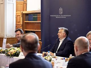 Orbán Viktor szerint az ország lokomotívjai lesznek a modellváltó egyetemek