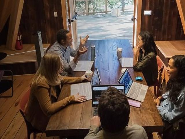 Lombházban dolgozhatnak a frusztrált informatikusok