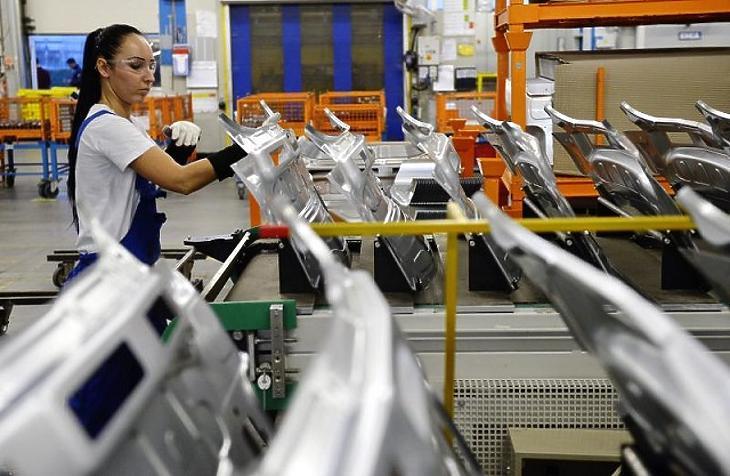 Leálltak a gyártószalagok az autógyárakban (illusztráció)
