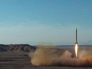 Most Irán tesztelt ballisztikus rakétát