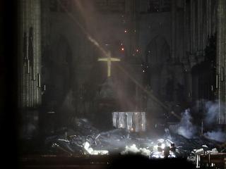 Évtizedekig is eltarthat a Notre-Dame újjáépítése