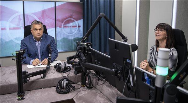 Orbán Viktor interjút ad a Jó reggelt, Magyarország!-ban Nagy Katalin műsorvezetőnek a Kossuth rádió stúdiójában 2018. október 12-én. (MTI Fotó: Szigetváry Zsolt)