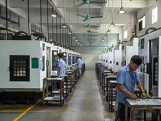 Történelmi mélypontra lökte a kínai feldolgozóipart a vírus