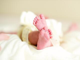 Meg van az első újszülött, akiben megváltozott a koronavírus genetikája