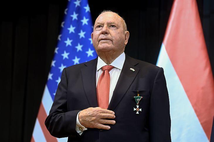 David B. Cornstein, a kitüntetett távozó nagykövet (forrás: MTI)