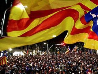 Tüntetés tüntetés után: ma Spanyolország egységéért meneteltek Barcelonában