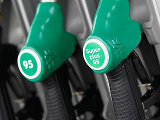 Újabb 10 forinttal lesz olcsóbb a benzin szerdától