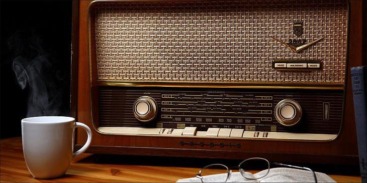 Érdemes jól fülelni a rádió híreit is