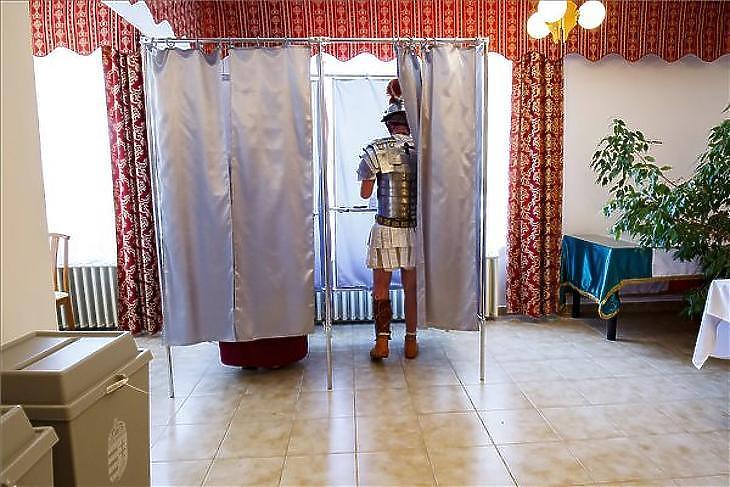 Egy korábbi szavazás pillanata (Fotó: MTI, Varga György)