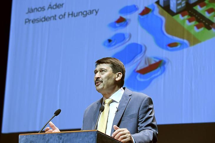 Áder János köztársasági elnök előadást tart a klímaváltozásról  (Fotó: MTI/Koszticsák Szilárd)
