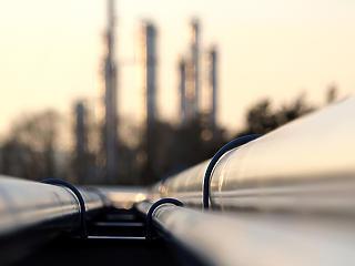 Meredeken zuhan a kőolaj ára