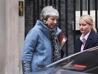 Június 7-én mond le Theresa May