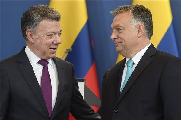 Juan Manuel Santos kolumbiai államfő (b) és Orbán Viktor miniszterelnök a megbeszélésüket követően tartott sajtótájékoztatón az Országházban 2018. május 11-én. (MTI / Kovács Tamás)