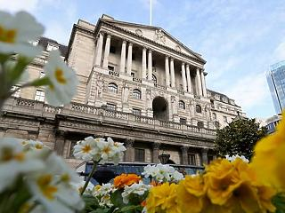 Májusban emelhet kamatot a brit jegybank