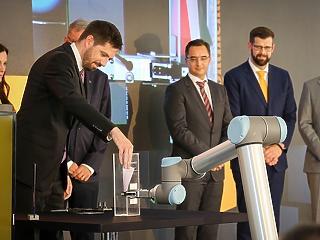 Okosgyár épül Magyarországon - közel 450 munkahely jön létre Debrecenben