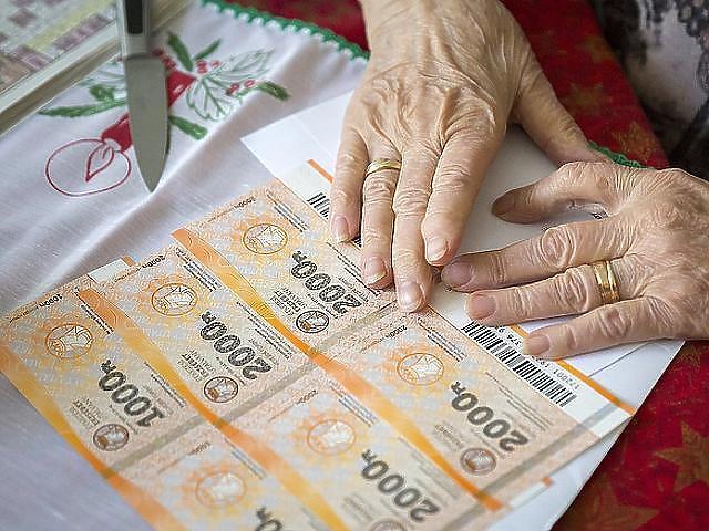 Nyugdíjemelés, prémium, Erzsébet kártya is jár az időseknek