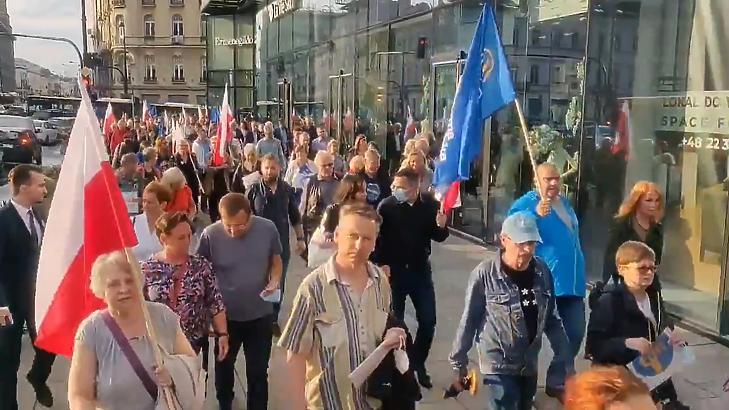 Lengyel felvonulás (fotó: MTI)