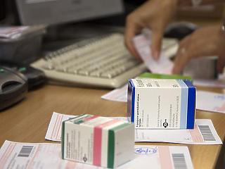 Mától dézsmazár a gyógyszeres dobozokon