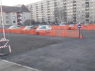 Nem lesz ingyenes parkolás Budapesten, de a plázák parkolóházairól tárgyalnak