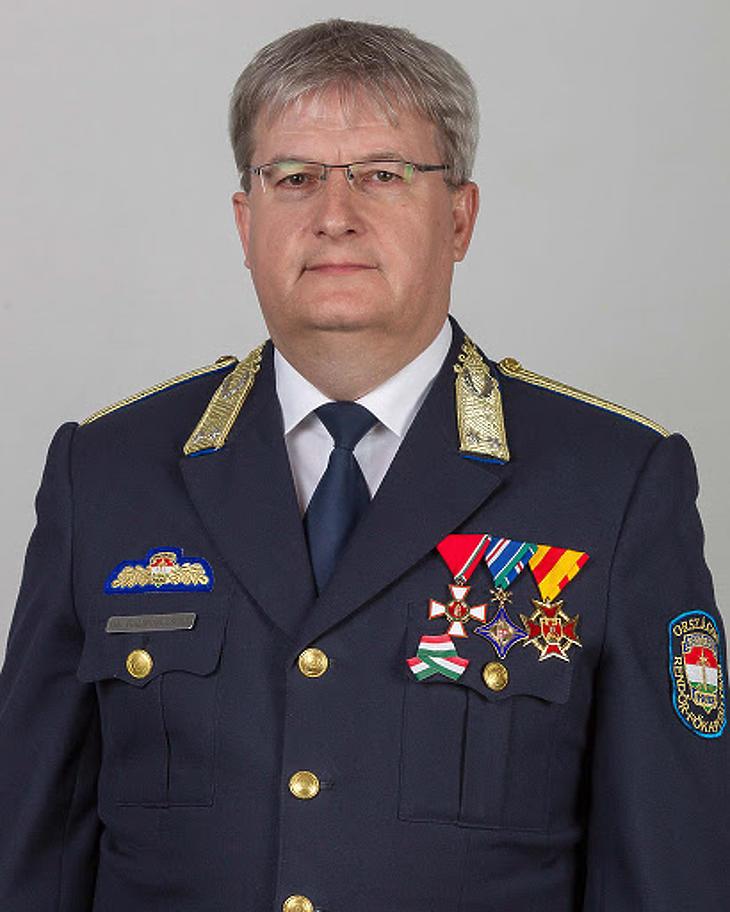 Dr. Halmosi Zsolt rendőr vezérőrnagy, a kórházparancsnokok vezetője. Fotó youtube.com