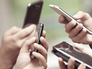 Egyre inkább az okostelefonján tolja a bevásárlókocsit a magyar