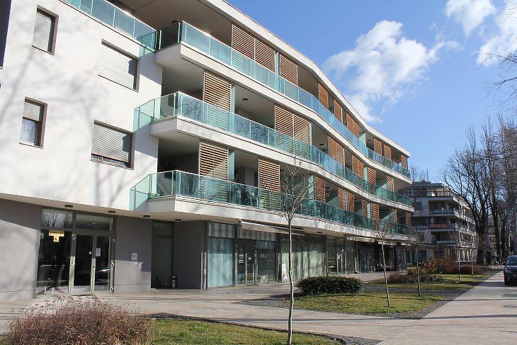 Balatonfüreden több ilyen apartmanház jelent meg a parthoz nagyon közel (fotó: Mester Nándor)