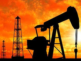 Aggódhatnak az autósok, töretlenül emelkedik az olaj ára