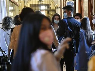 Átlépte a 10 ezret az aktív fertőzöttek száma az országban