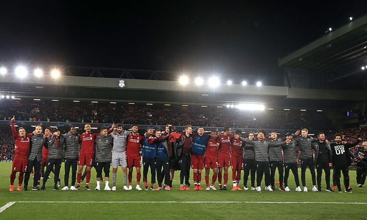 2019. május 7. Liverpool – Barcelona 4-0, a csapat és az edzői stáb együtt énekli a szurkolókkal a You'll Never Walk Alone-t (Liverpool Echo)