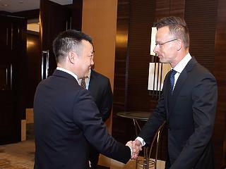 Tovább közeledik egymáshoz a Huawei és a magyar kormány