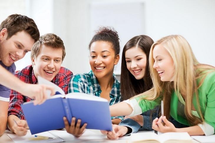 Egyre nagyobb figyelem irányul a diákok pénzügyi edukációjára. Fotó: depositphotos