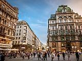 Bécsben tüntettek az újabb szigorítások ellen