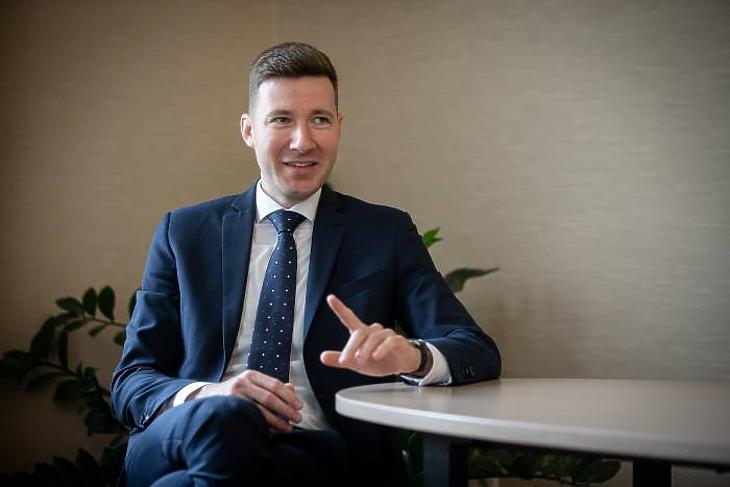 Kollega-Tarsoly Dániel  Vállalati Üzletfejlesztési Igazgató  MKB Bank