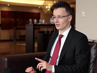 Szijjártó átadta: megérkezett a Krones AG Magyarországra