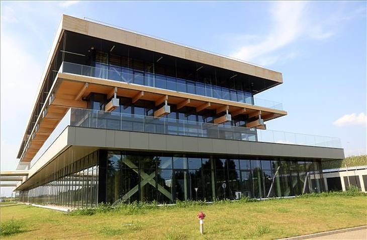 A Debreceni Egyetem Innovációs Központja Debrecenben 2021. július 12-én. A központ szomszédságában épül majd az oltóanyaggyár. (Fotó: MTI/Vajda János)
