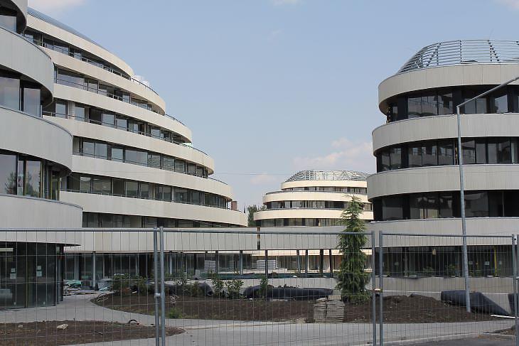 Még tart az építkezés a 600 lakásos szegedi lakóparkban (fotó: Mester Nándor)