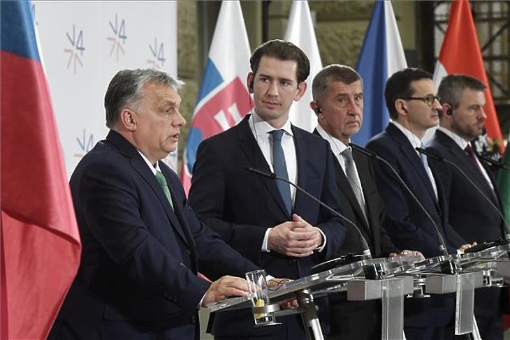 Orbán Viktor, Sebastian Kurz, valamint Andrej Babis, Mateusz Morawiecki és Peter Pellegrini (b-j) a visegrádi országok (V4) kormányfői csúcstalálkozóján tartott sajtótájékoztatón a prágai Nemzeti Múzeumban 2020. január 16-án. MTI/Koszticsák Szilárd