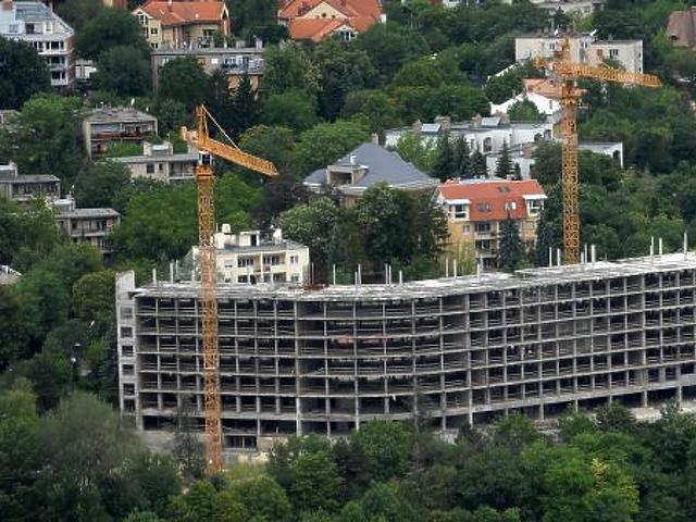 Ez épül a Rózsadombon az egykori SZOT-üdülő romjain