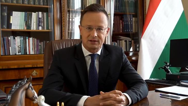Szijjártó Péter külügyminiszter az irodájában Forrás: Facebook
