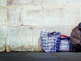 Nagyot álmodott Angila: 2027-re teljesen felszámolnák a hajléktalanságot
